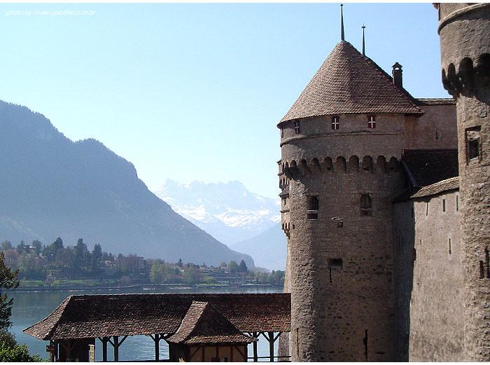 Chateau_Chillon_outside