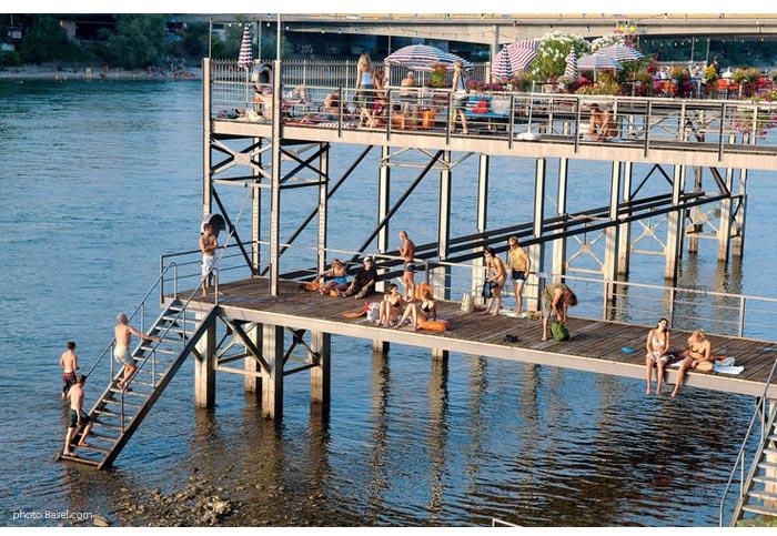 verão no rio Reno em Basel
