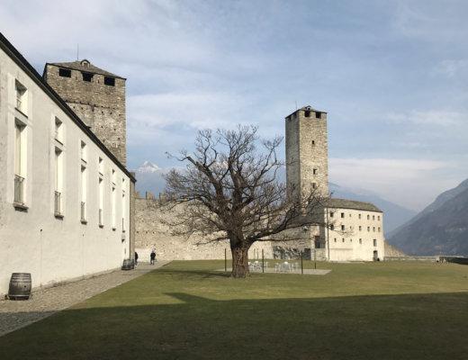 bellinzona capa 520x400 - Suíça | Os castelos de Bellinzona e a viagem até Chur (Coira)