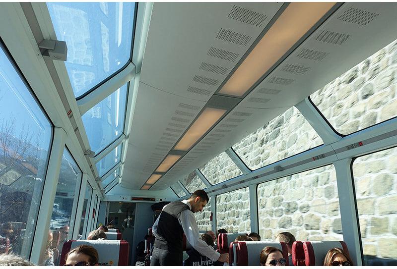 glacier express janela 1 - Glacier Express   Como é a viagem no trem expresso mais lento do mundo