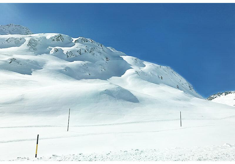 glacier express neve 1 - Glacier Express   Como é a viagem no trem expresso mais lento do mundo