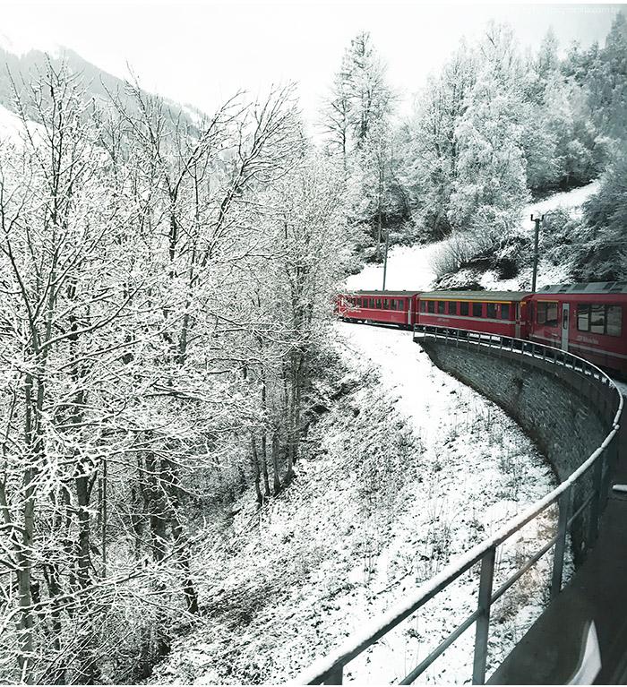 trem vermelho suica - Arosa Line | A viagem pelas montanhas nevadas de Chur até Arosa na Suíça